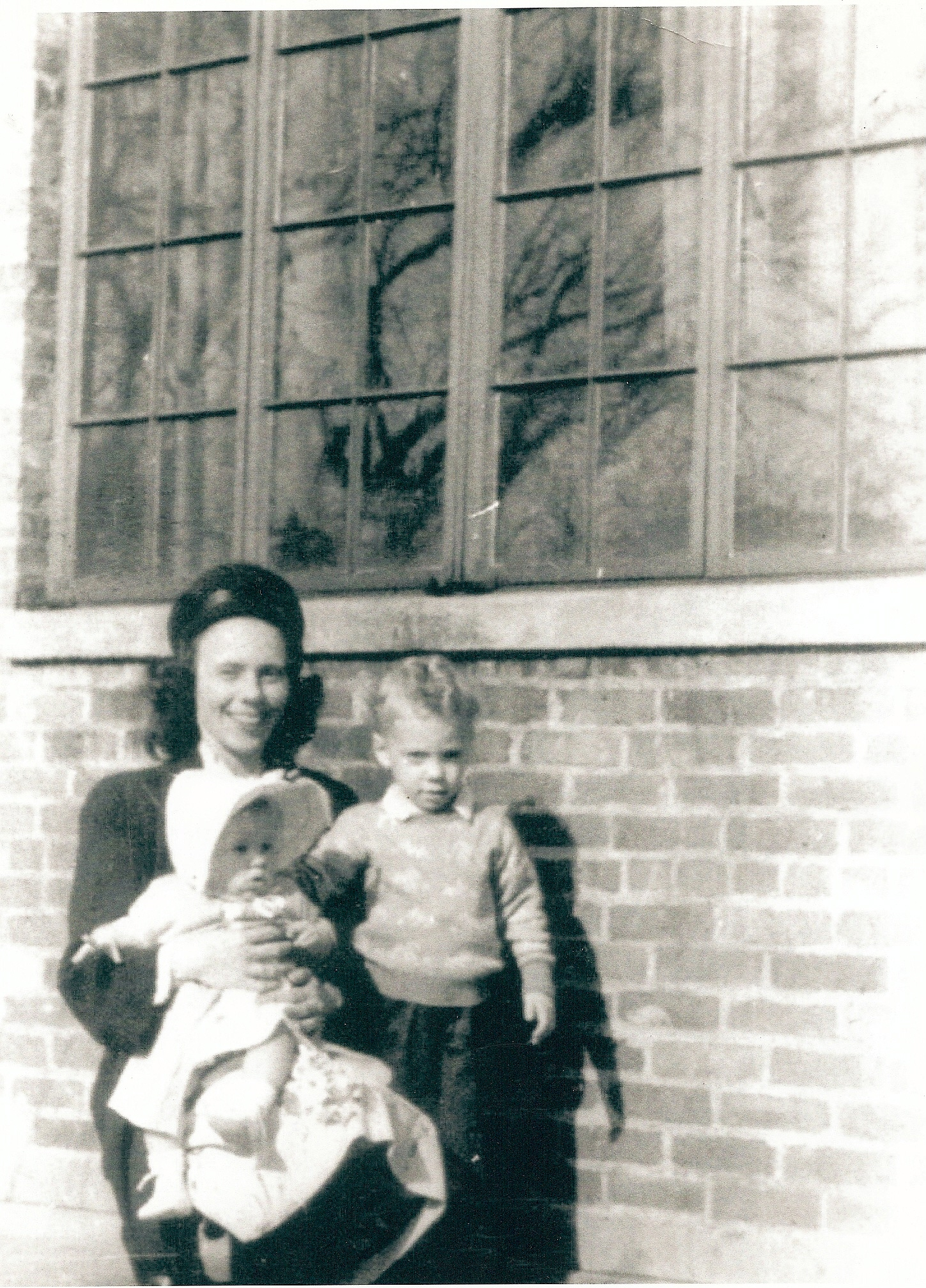 4-Frances, Patricia, Russell Bright, Providence, RI 1947